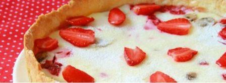 Простой рецепт пирога с клубникой