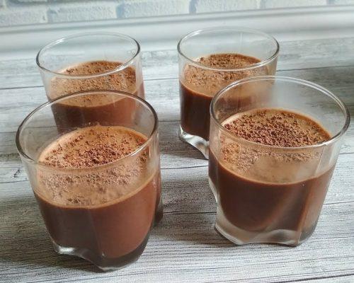 3) Для приготовления кофейного желе в кастрюле заваривают кофе с сахаром